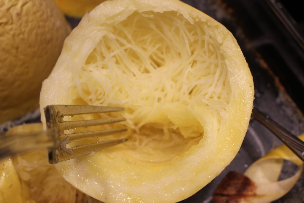 How to cook Spaghetti Squash. A delicious & healthy alternative to pasta. Perfect for Paleo, AIP & low carb dishes. www.thehealthnutmama.com