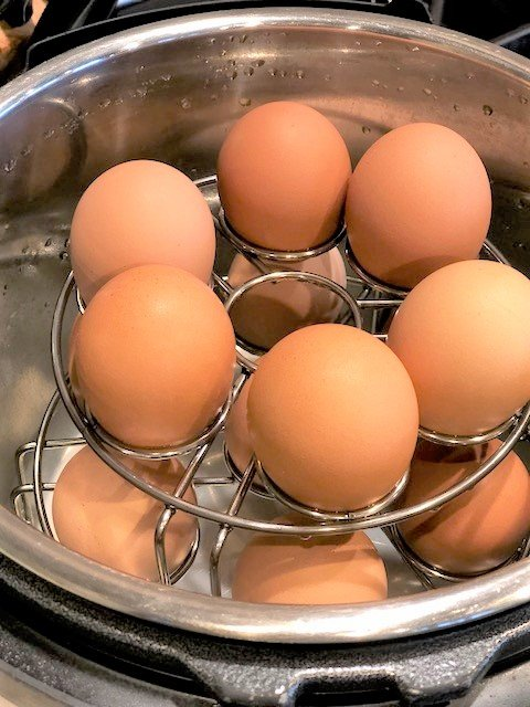 How to Cook Hard Boiled Eggs in the Instant Pot! This is the fastest no fail way to boil eggs. The peelings just come right off! www.thehealthnutmama.com